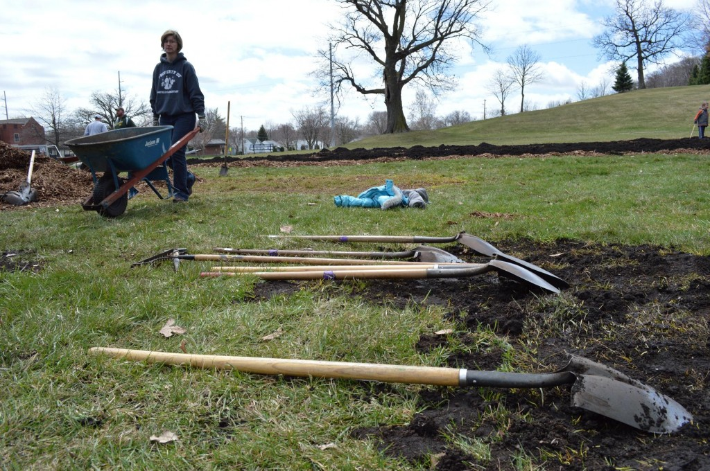 Weekend Photo Gallery: Harrison garden build and Wickiup Hill