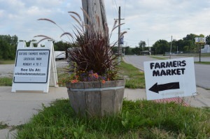 Signs point to the Oxford Farmers Market at Creekside Park on Monday, Aug. 5, 2013. (photo/Cindy Hadish)