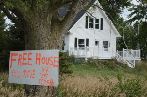 """Free house"" sign attracts attention near Blairstown; home will be given away to move for Highway 30 widening project"