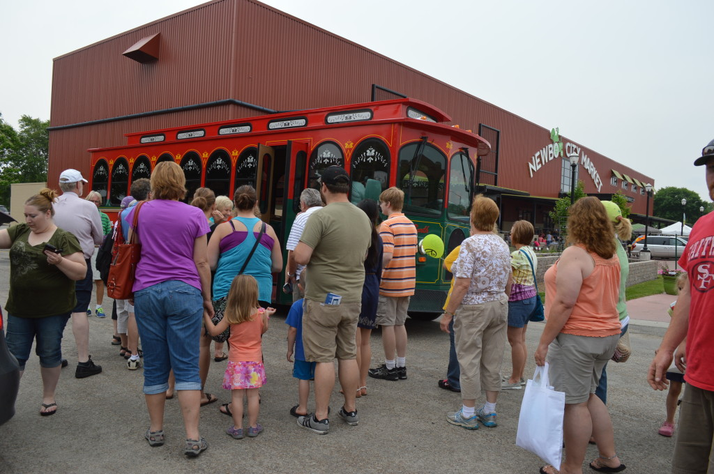 Lines form for the new trolley service that offered market-goers free transportation between downtown and the NewBo City Market on June 7, 2014, in Cedar Rapids. (photo/Cindy Hadish)