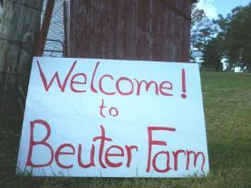 A sign welcomes riders to the Beuter Farm in rural Solon. (photo/Judy Beuter)