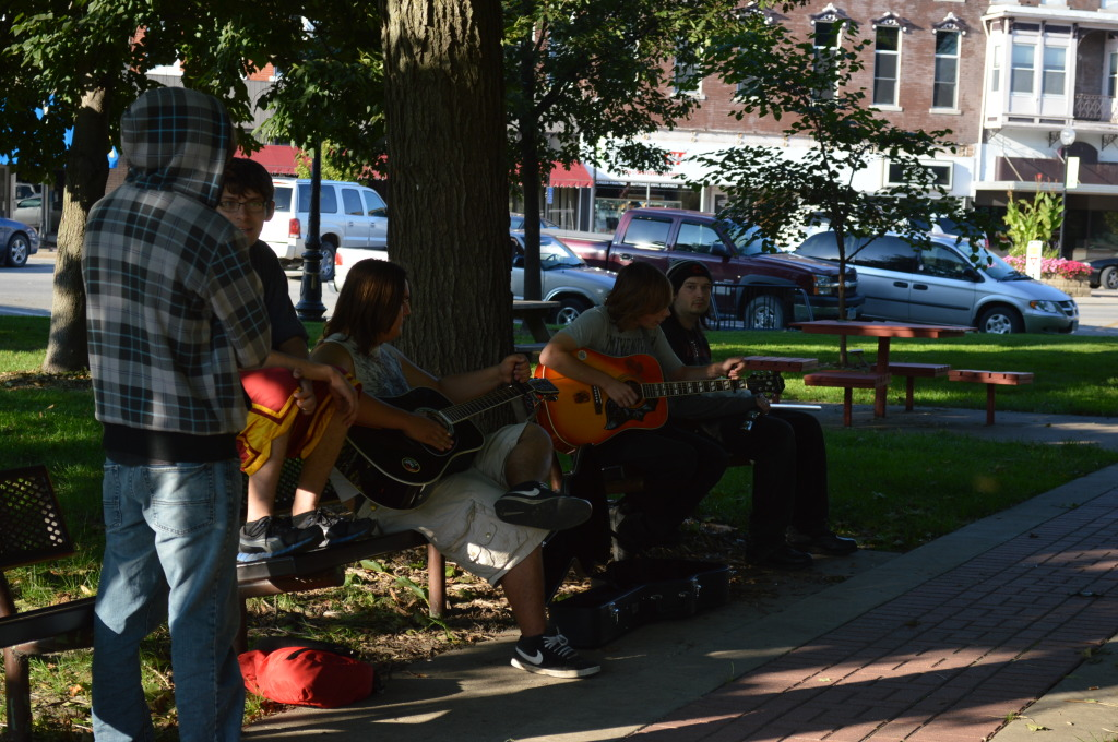 Guitarists play for their friends alongside the Washington Farmers Market on Sept. 18, 2014, in Iowa. (photo/Cindy Hadish)