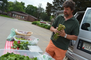 David Miller of Mount Vernon prepares vegetables for his CSA members at Mount Mercy University in Cedar Rapids. (photo/Cindy Hadish)