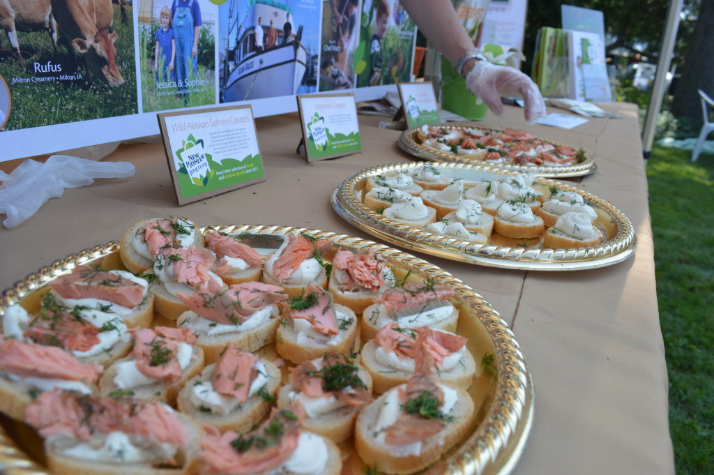 New Pioneer Food Co-op, one of the sponsors of the Brucemore Garden & Art Show, offered samples of wild salmon and other food from their new store in Cedar Rapids. (photo/Cindy Hadish)
