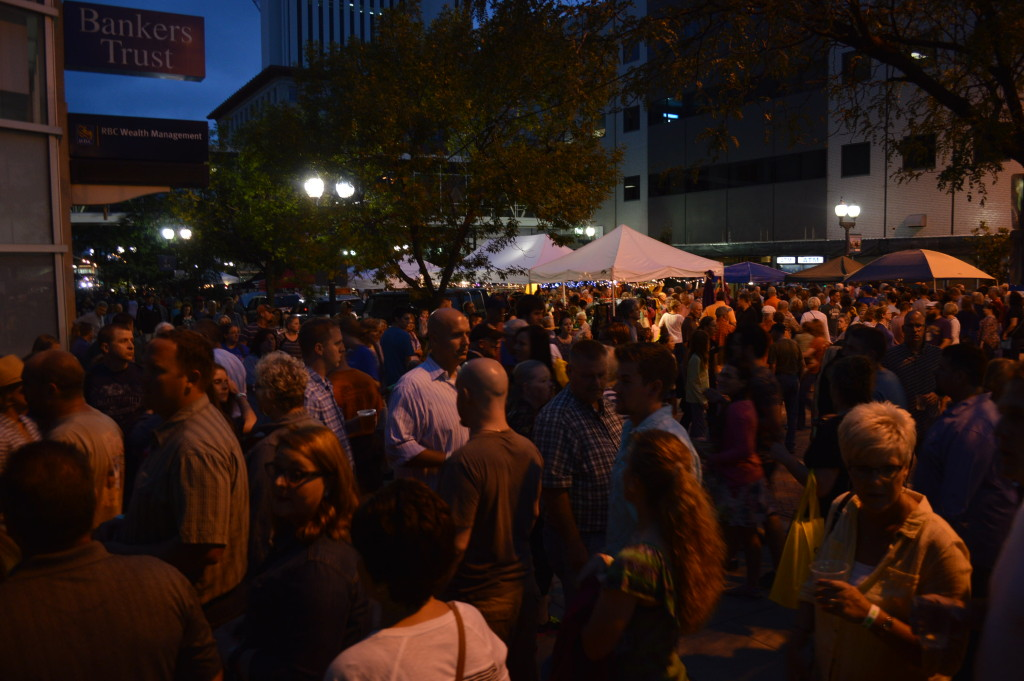 Lines of customers line up for drinks on Third Avenue SE during Market After Dark. (photo/Cindy Hadish)