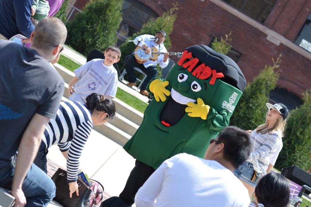 Yardy was a popular figure during EcoFest 2016 outside the NewBo City Market. (photo/Cindy Hadish)