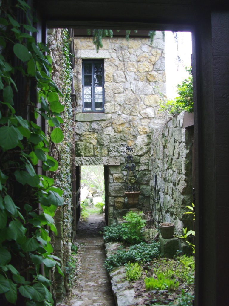 The courtyard of a Moffitt house is shown on a previous Parade of Historic Homes in Iowa City. This year's tour will be May 29, 2016. (photo/Cindy Hadish)