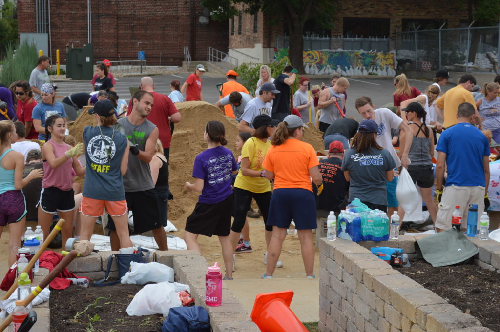 Students and other volunteers work on sandbagging efforts outside the Cherry Building on Sept. 25, 2016. (photo/Cindy Hadish)