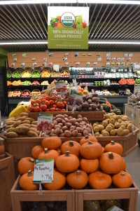 Natural Grocers sells organic produce at its stores. (photo/Cindy Hadish)
